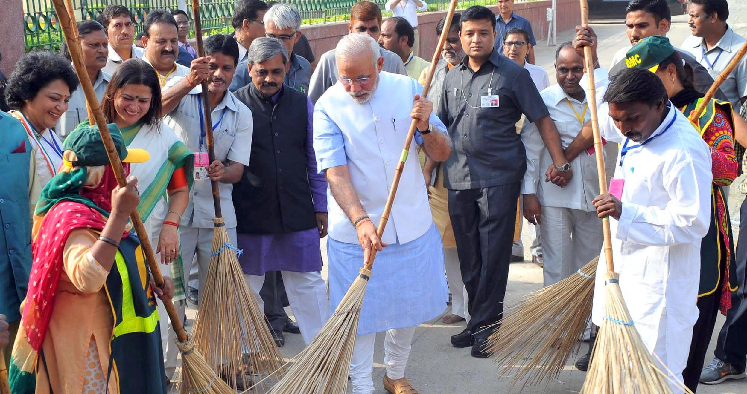 pc-141002-india-clean-up-modi-6a_db1e308a1a4dec9bfc4fdad313580507