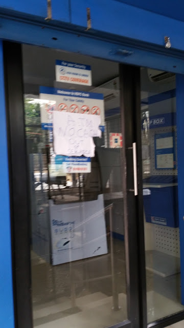 "Another HDFC ATM. The sign on the door says ""ATM. No Cash. Out of Service."""